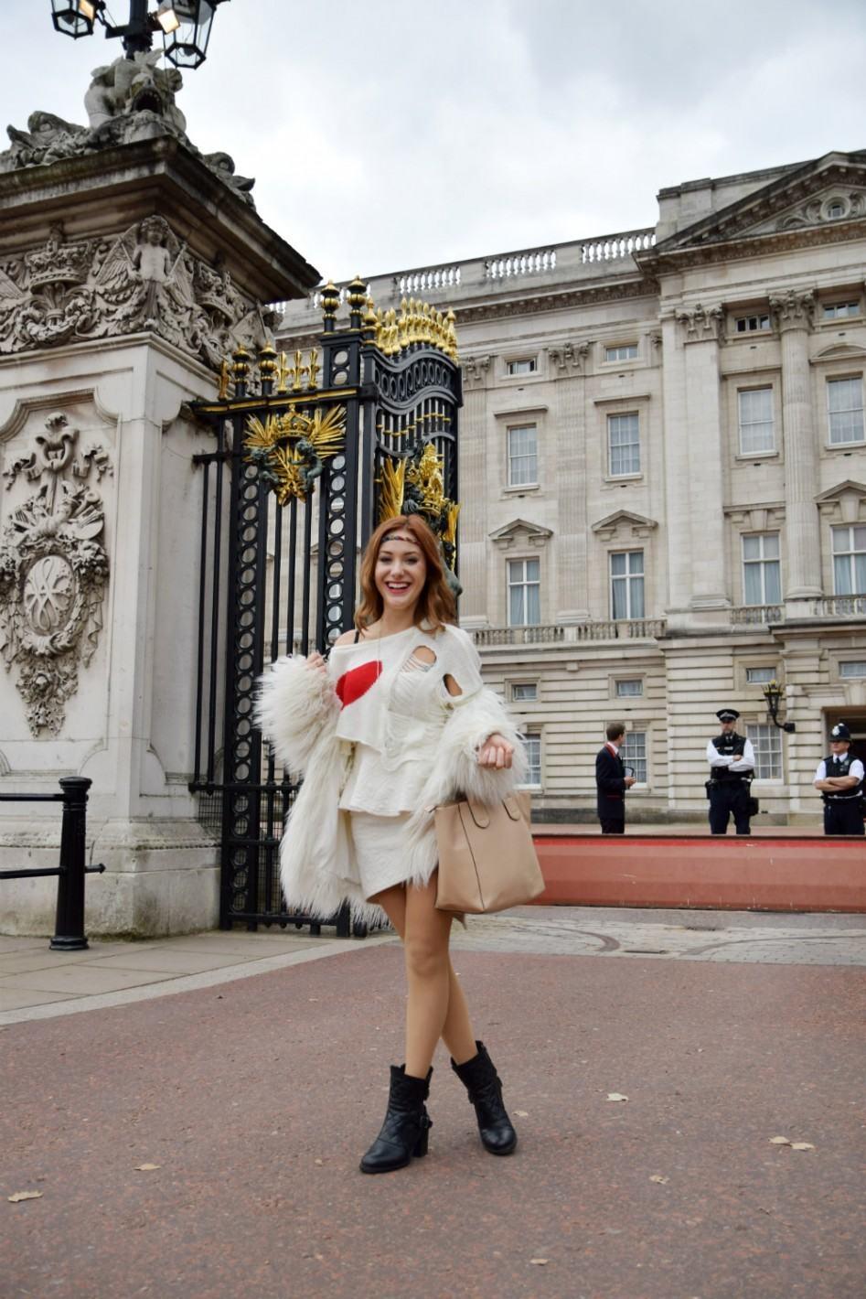 buckingham palace fashion