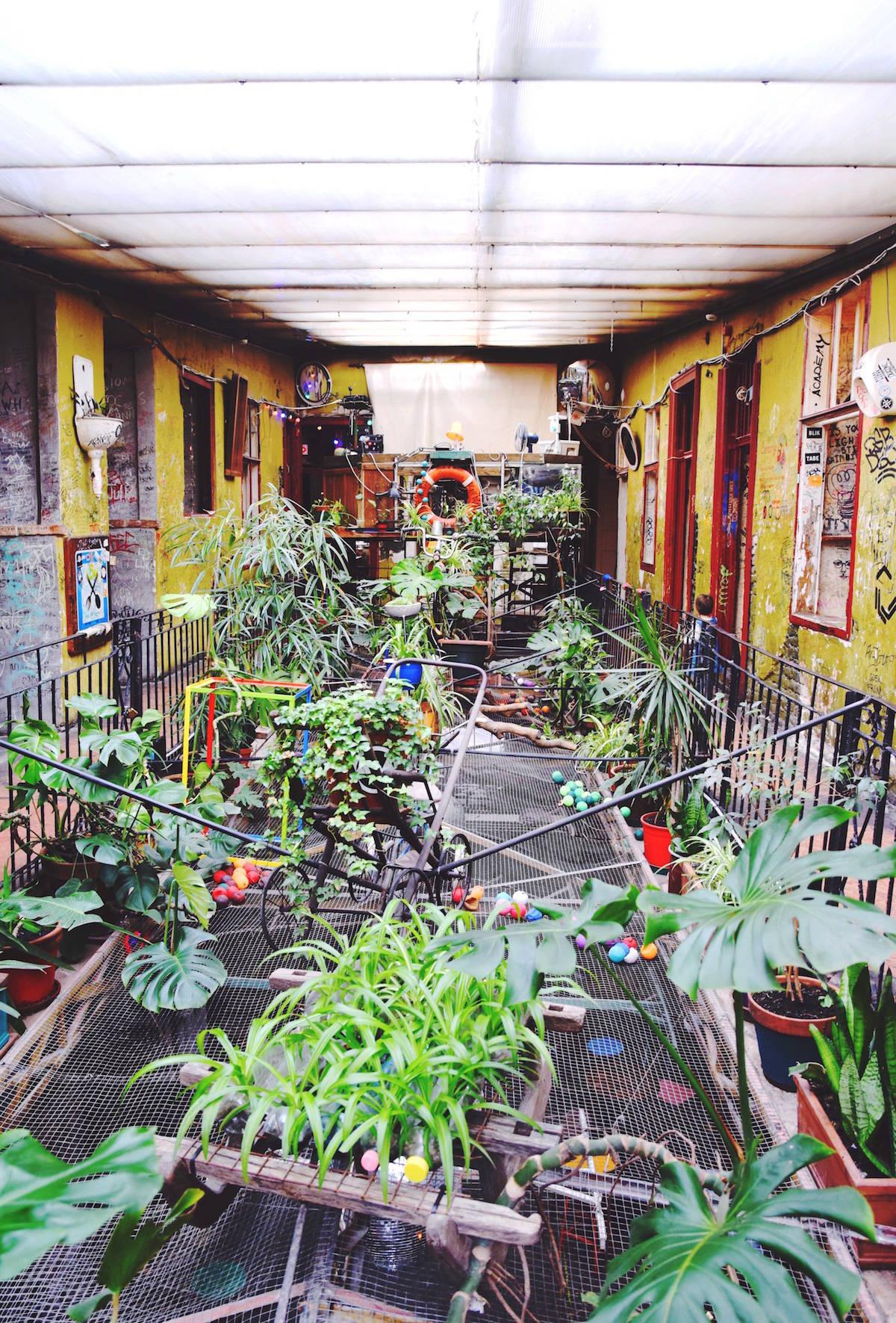 szimpla kert ruin pub budapest