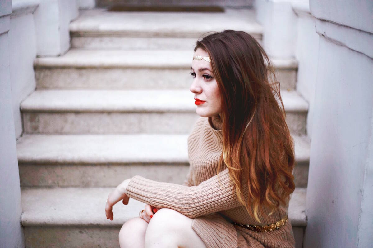 brunette sitting on doorstep in notting hill london