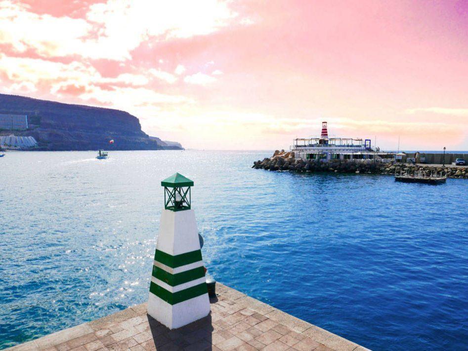 lighthouse pink sky gran canaria