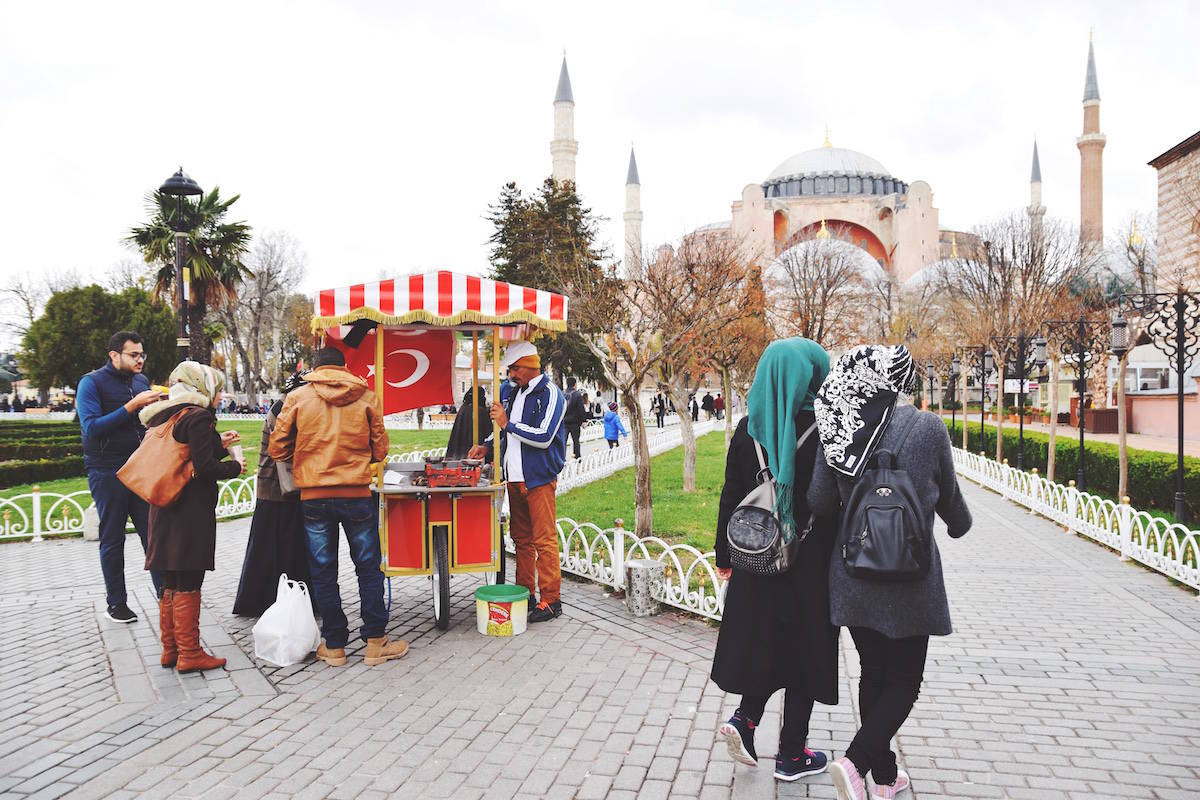 istanbul turkey red cart