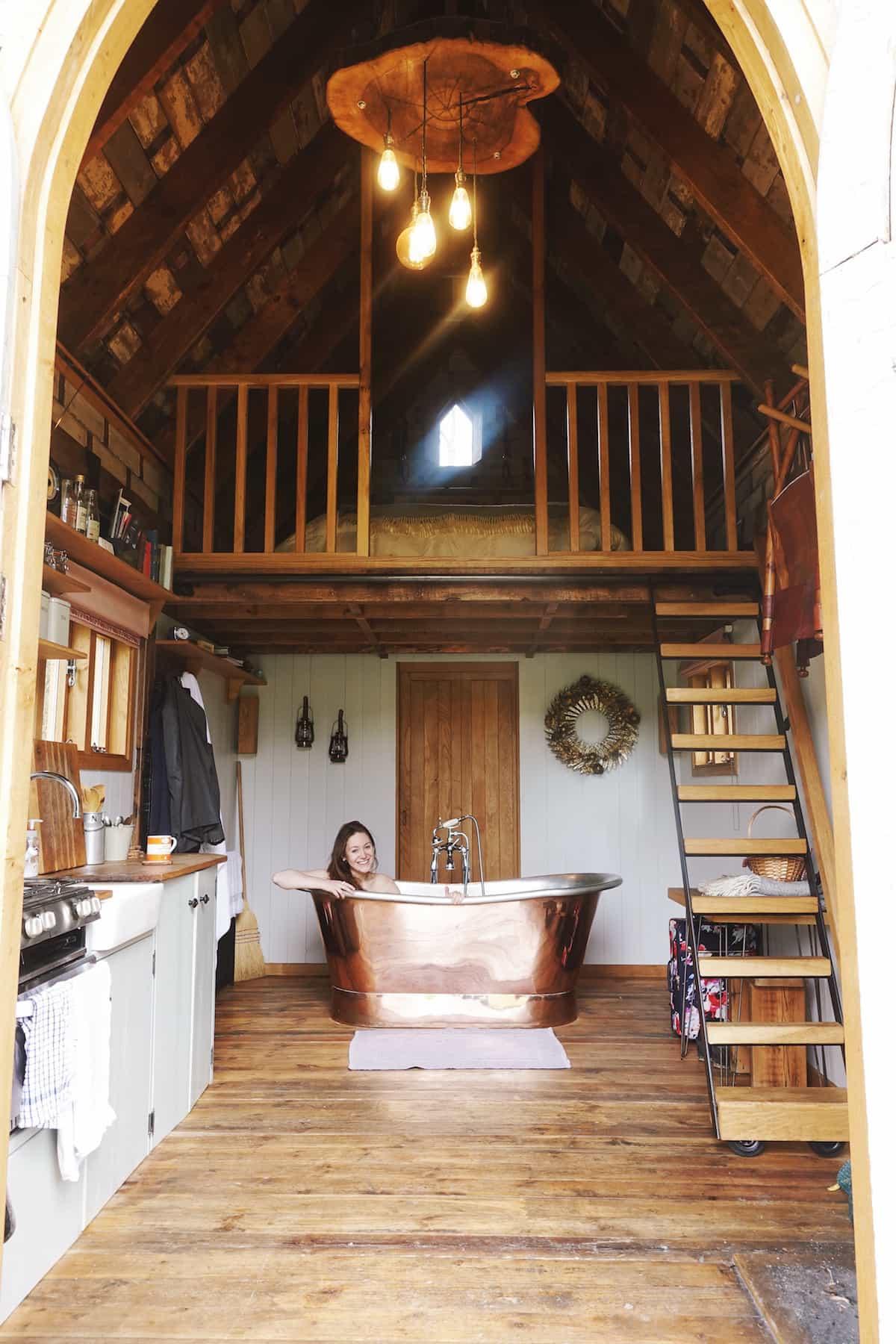 hesley huts holly bathtub