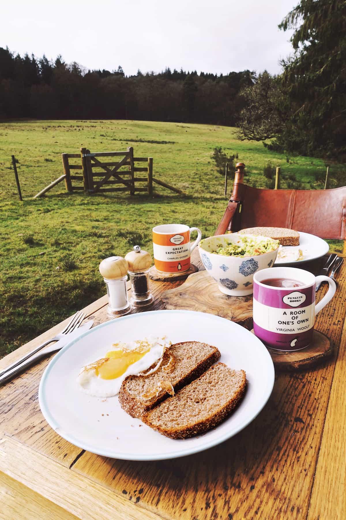 hesleyside huts holly breakfast